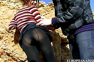 Meeting with a young girl on the beach, first a nice blowjob and then I take her in my home and I fuck her