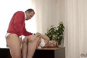 OLD4K. Beauty wanted to taste steadfast cock and old man couldn'_t say no