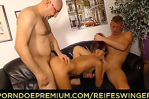 REIFE SWINGER - Mature redhead MILF triangle sex with two bulls