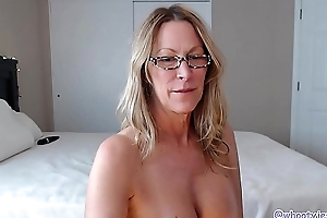 This Hot Mom Knows How To Shake Her Pest